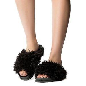 Shaggy Slides in Black